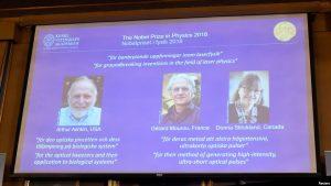 Dos hombres y una mujer ganan Nobel de Física por trabajo con láser