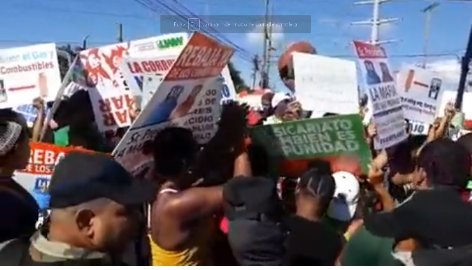 Mujeres protestan en popular esquina de Santo Domingo Oeste