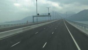 CHINA: Xi Jinping inaugura sobre el mar el más largo puente del mundo