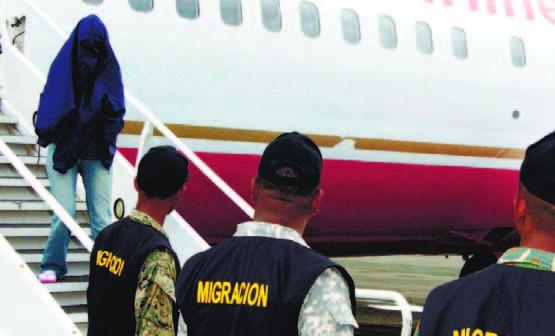 Estados Unidos deportó este martes a otros 75 expresidiarios dominicanos