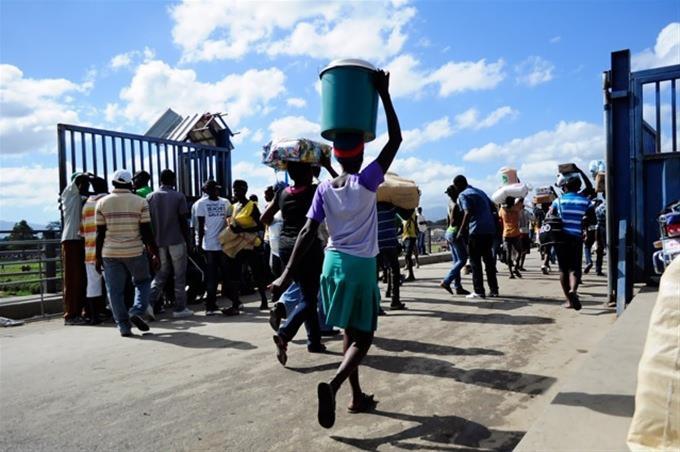 PEDERNALES: Baja flujo del mercado fronterizo por disturbios en Haití