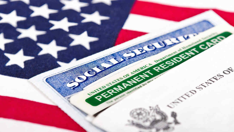 Planea presidente de EU revocar la ciudadanía por nacimiento
