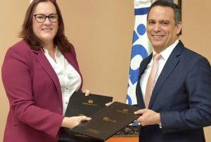 Ministerio de la Mujer firma acuerdo con Indotel para mejorar tecnología