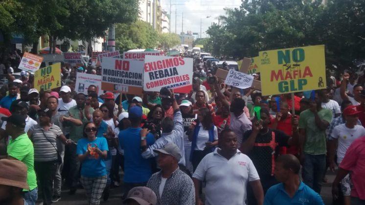 Disturbios durante una marcha por rebaja en precios de combustibles