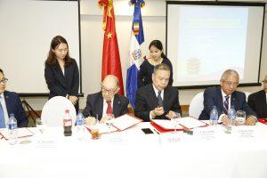 Empresarios chinos y de la RD firman acuerdo de cooperacióny negocios