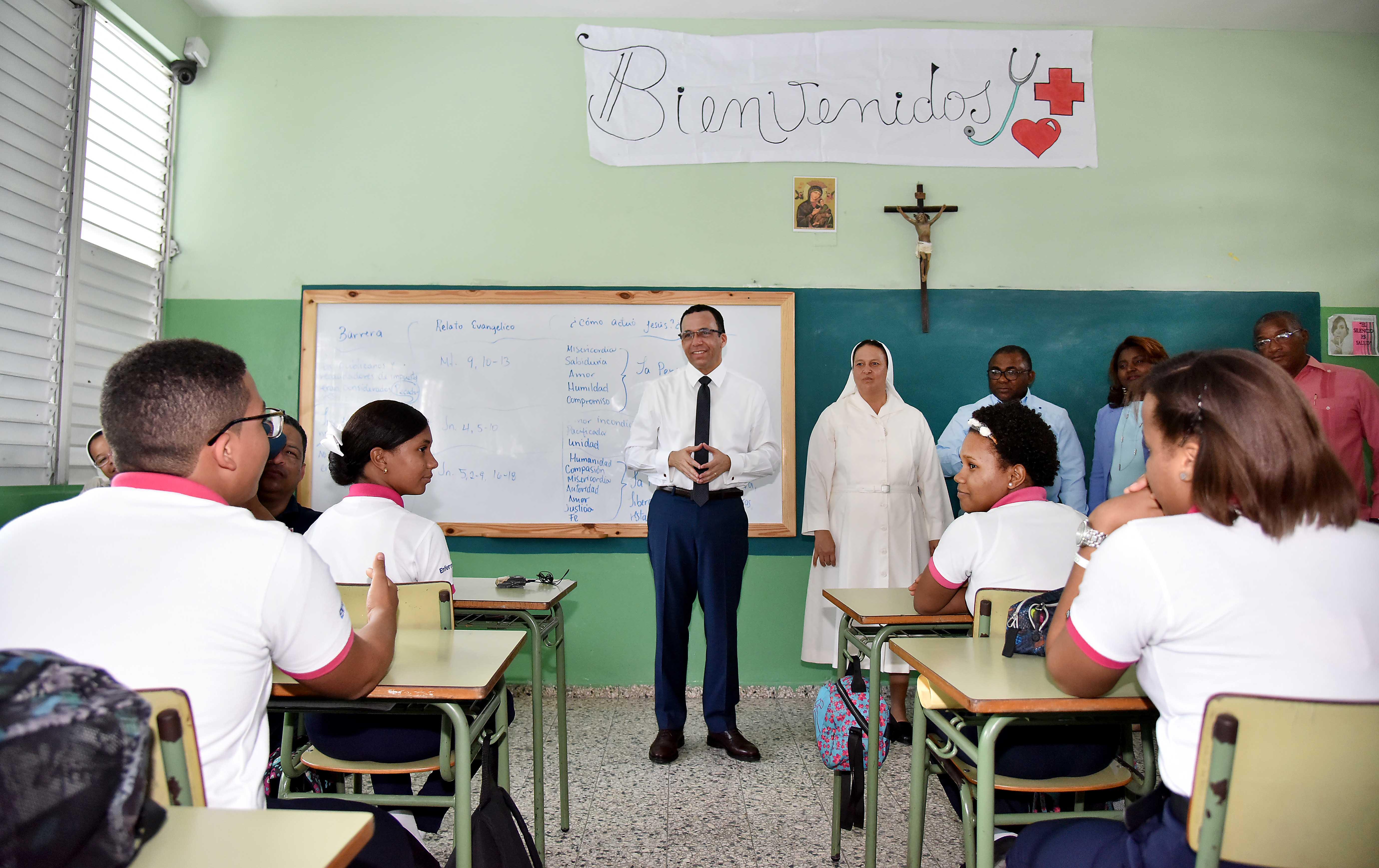 Educación anuncia programa para mejorar los politécnicos de la RD