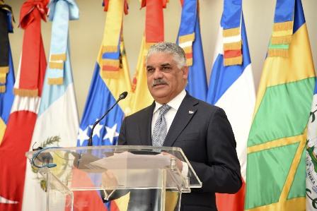 Canciller dominicano sale en viaje oficial a Emiratos Árabes y Rusia