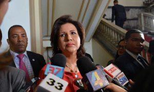 Vicepresidenta Margarita Cedeño saluda que los jóvenes ingresen al PLD