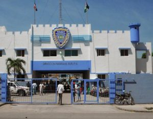 BARAHONA: Acusan a un cabo de la Policía de asaltar a un hombre