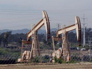 El petróleo de Texas sube un 0,5 % y cierra en 56,76 dólares el barril