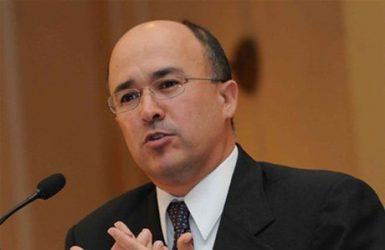 Pese a críticas, Domínguez reitera su posición sobre forma de frenar COVID