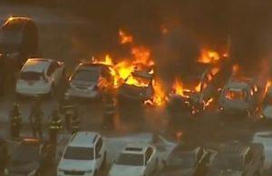 NUEVA JERSEY: Fuego en estacionamiento aeropuerto afecta varios vehículos