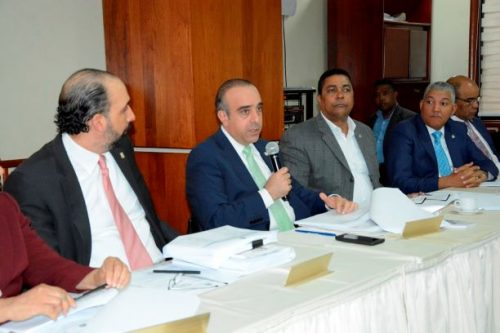 "Comisión estudia Ley de Régimen Electoral está en ""sesión permanente"""