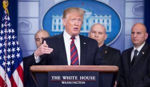 Trump pide a estadounidenses que no vayan a Venezuela hasta nuevo aviso