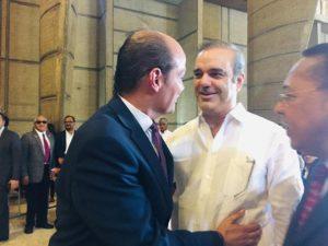 Luis Abinader y Ramfis Trujillo se saludan en basílica de Higüey