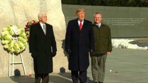 EEUU: Trump visita por sorpresa el monumento a Martin Luther King Jr.