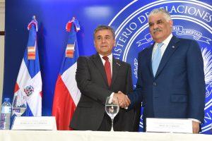 Vargas  anuncia flexibilización de visado chileno para dominicanos