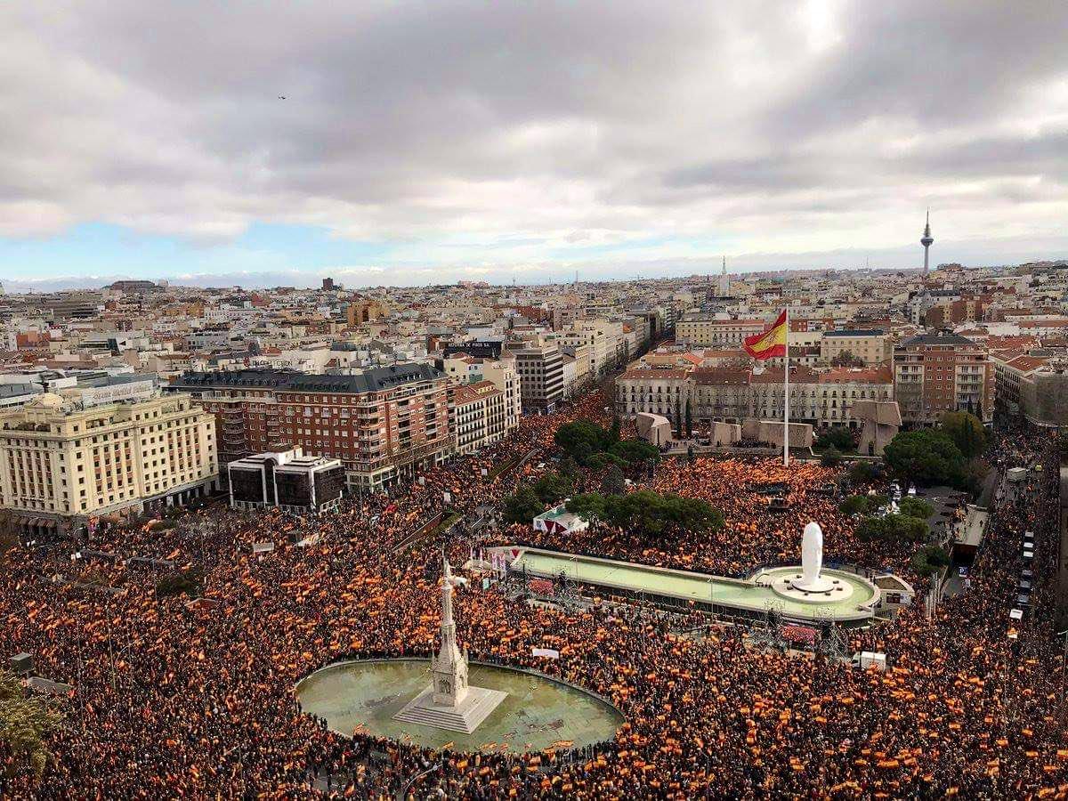 ESPAÑA:  Miles piden elecciones y renuncia del presidente Pedro Sánchez