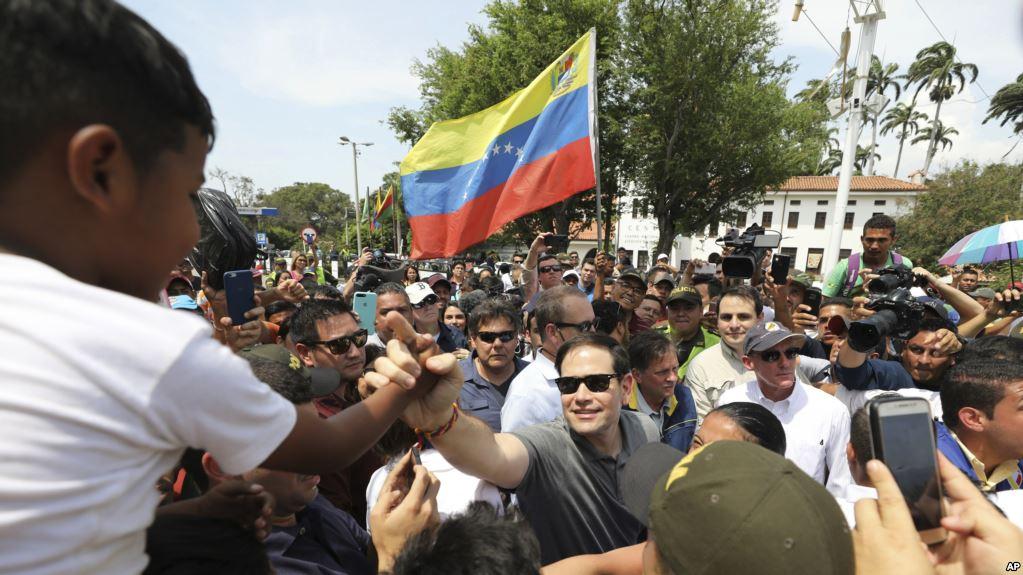 Legisladores EE.UU. visitan Colombia para mostrar apoyo a ayuda a Venezuela