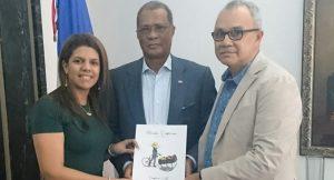 CUBA: FODEARTE entrega catálogo de la Artesanía Dominicana