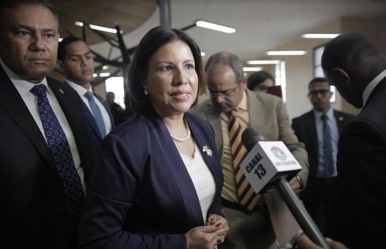 """Vicepresidenta Cedeño atribuye últimos crímenes a la """"descomposición social"""""""