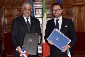 Italia y R. Dominicana suscriben tratados de extradición y asistencia