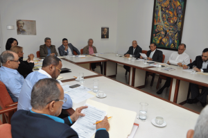 Empresarios y trabajadores discuten aumento de salarios para sector privado