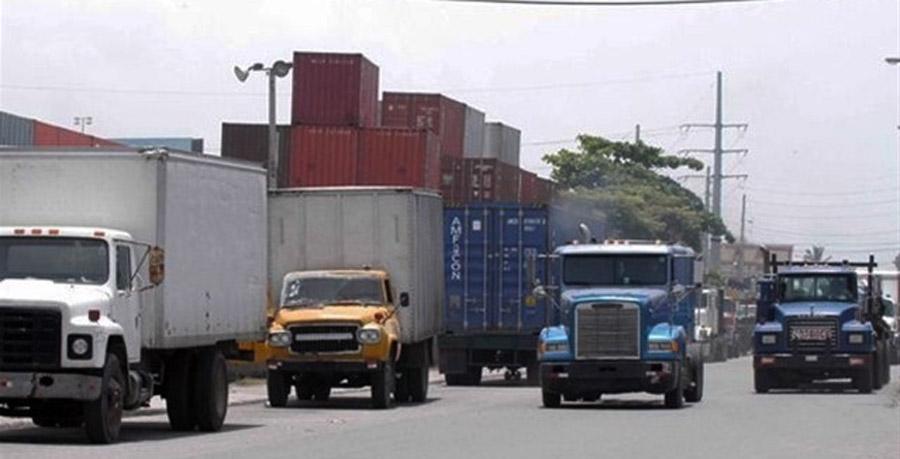 Camioneros anuncian para este viernes paro en el transporte de carga en la RD