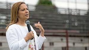 R. ISLAND: Dominicana Angélica Infante, comisionada Educación