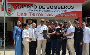Cuerpo de Bomberos de Las Terrenasrecibe donación de Viva Wyndham Resorts