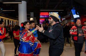RD hace bailar a ritmo de merengue fans de hockey en Montreal