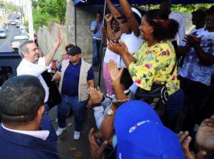 """Abinader pide """"ponerse en las botas"""" de los policías que reclaman ascensos"""