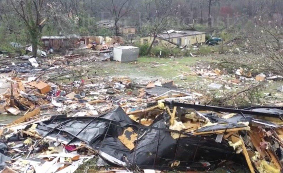 ESTADOS UNIDOS: Al menos 23 muertos por fuerte tornado en Alabama