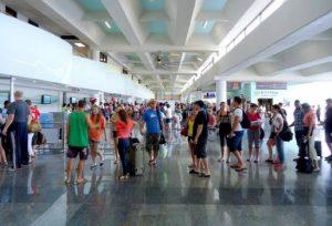 Llegada de turistas a la Rep. Dom. creció 8 % en febrero, según el Banco Central