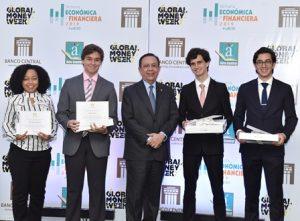 """Banco Central entrega premios """"Economistas del Futuro"""""""