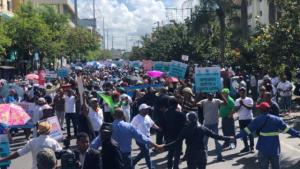 Empresarios lamentan las centrales hayan abandonado el diálogo por salarios