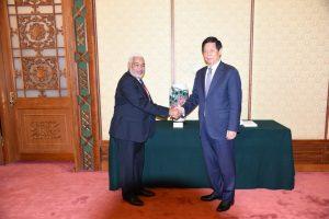 BEIJING: Presidente Asamblea de China recibe a Radhamés Camacho