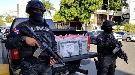 Decomisan 86 paquetes de cocaína en Santo Domingo Este y apresan a tres