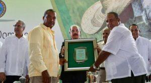 En La Vega, productores pidieron al presidente Danilo Medina «cuatro más»