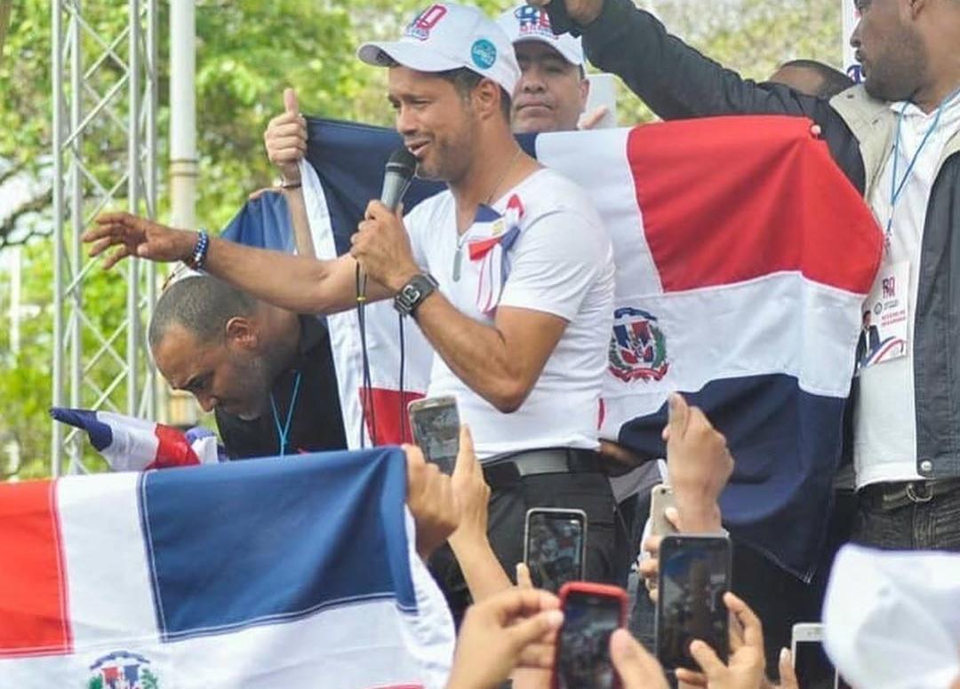 Carlos Silverlogra récord Guinness tras haber cantado 105 horas ininterrumpidas