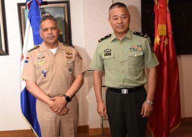 Comisión militar de alto nivel de China visita RD; es recibida por Ministro Defensa