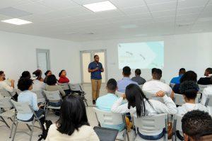 MICM asesora y sensibiliza a microempresarios jóvenes en situación vulnerable