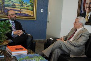 Ministro de Industria recibe visita de comisión del gobierno de Puerto Rico