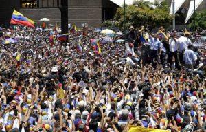 VENEZUELA: El Gobierno y oposición miden fuerzas con marchas en Caracas