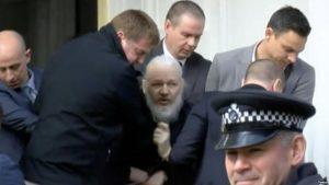 EEUU: DD.HH. de la ONU pide juicio justo para fundador de WikiLeaks