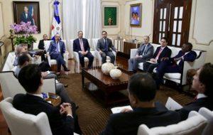 Presidente Medina recibe funcionarios del BID; oasan balance a ¨recetas» de RD