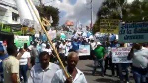 Cientos de dominicanos marchan por mejoras en Día Internacional Trabajo
