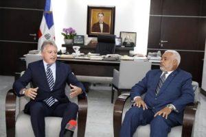 Presidente de Diputados aborda temas cooperación con representante del BM