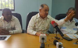Sigue enfrentamiento por salarios entre centrales y empresarios dominicanos