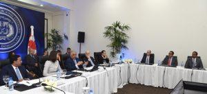 Canciller Vargas sostiene encuentro con empresarios y embajadora de Canadá